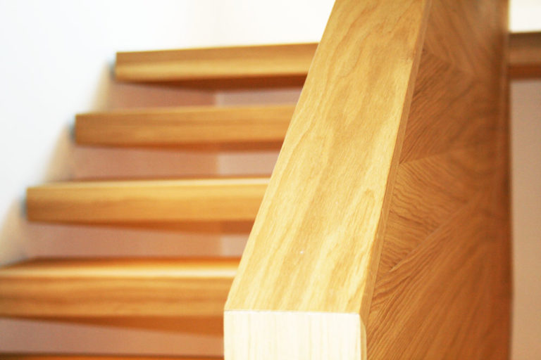 come pulire scale in legno